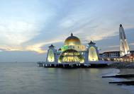 Straits Moschee in der Strasse von Malakka