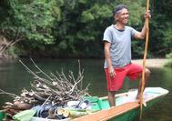 Fischer im Regenwald von Borneo