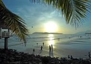 Malaysia Rundreise | Sonnenuntergang am Strand von Langkawi